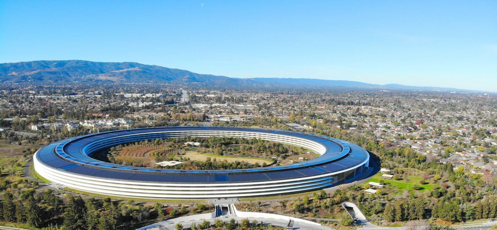 Apple's-Spaceship-Headquarter-Guided-Tour-in-Cupertino