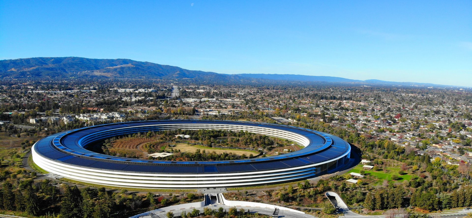 Apple's_Spaceship_Headquarter_Guided_Tour_in_Cupertino