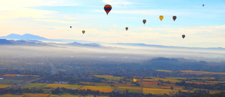Erfahren-Sie-unsere-Heibluftballonfahrt-uber-mendo-im-kalifornischen-Weinanbaugebiet