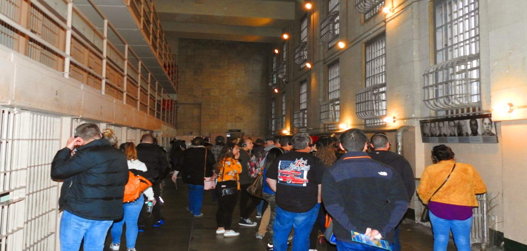 Visita-nocturna-de-la-prision-de-Alcatraz-y-carcel-de-noche