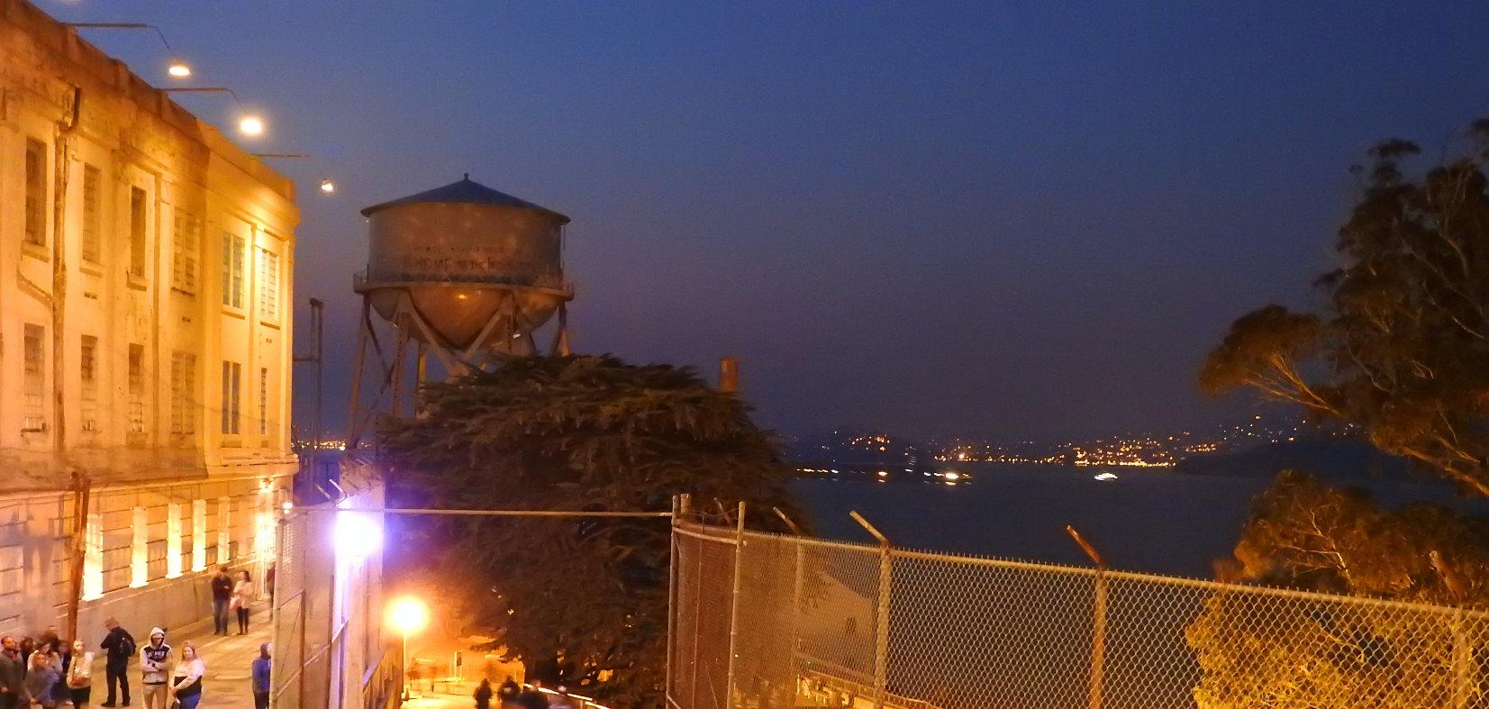 Visite-nocturne-d-Alcatraz-et-billets-pour-visiter-la-prison