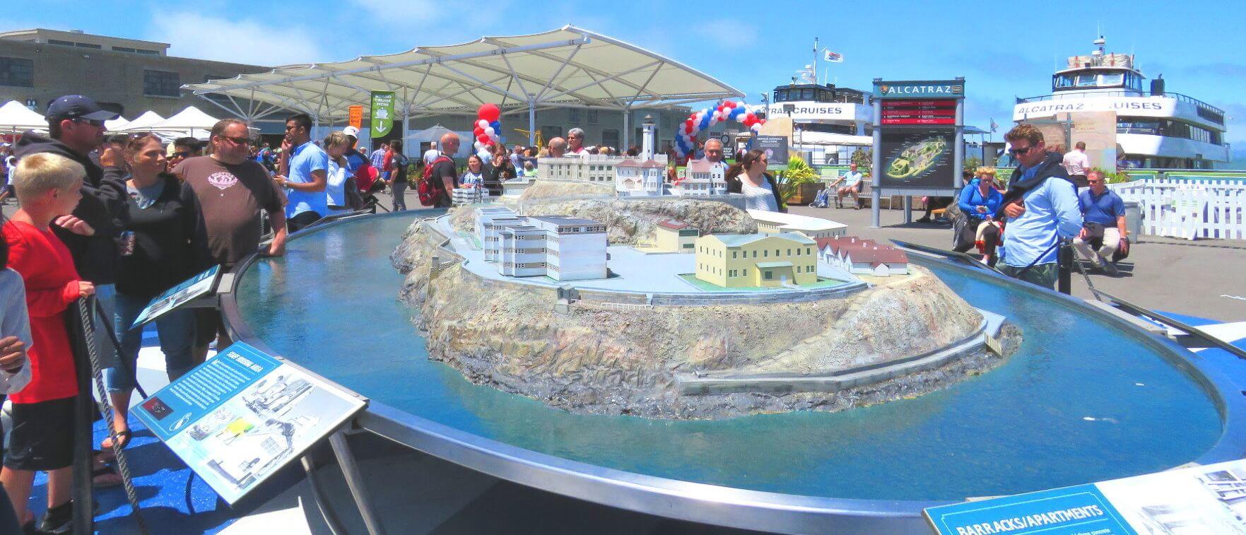 alcatraz_cruises_landing_area_ferry_terminal_pier_33_ticket_booth_tickets