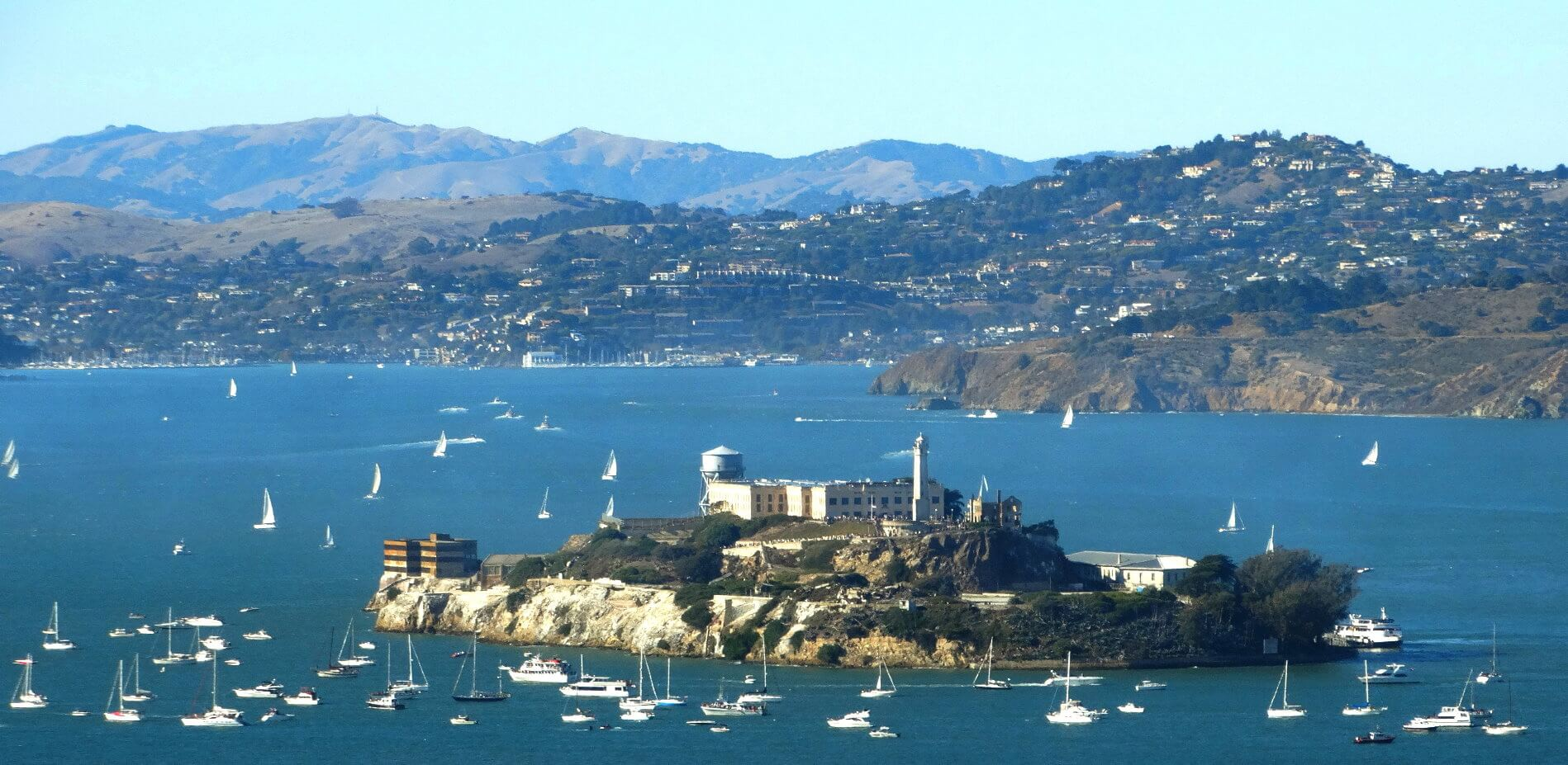 guided-tour-of-SanFrancisco-Bay-and-Alcatraz -island-prison-tour-with-tickets-incuded
