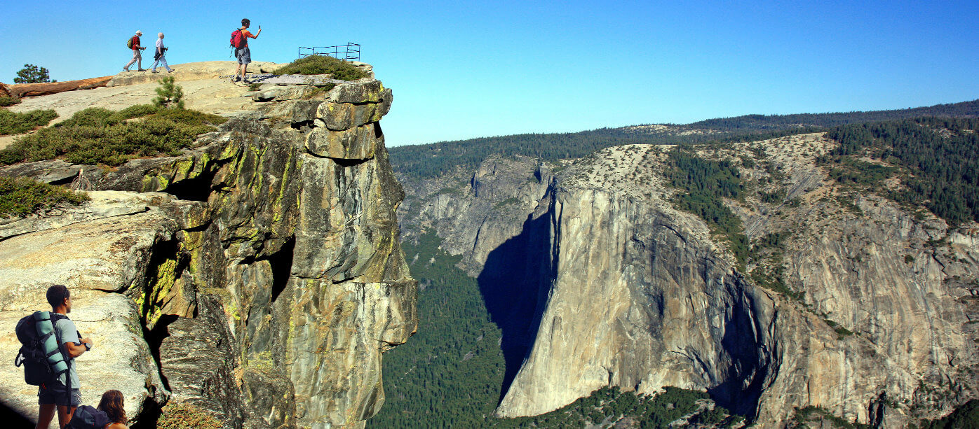 taft_point___viewpoint_in_yosemite_national_park_day_hikes